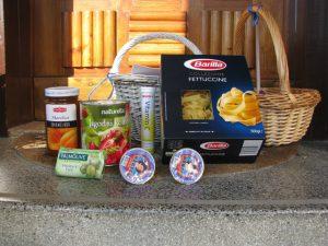 Zbrani darovi iz trgovin Palček in Spar, posneto 15. 6. 2017, foto: Miro Hace