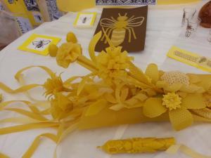 Razstava umetnin iz čebeljega voska ga. Vide Koželj