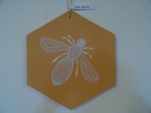 razstava Klekljarskega društva Čebelica, Lončarjev muzej, čipka, kranjska sivka, avtorica Stana Pibernik