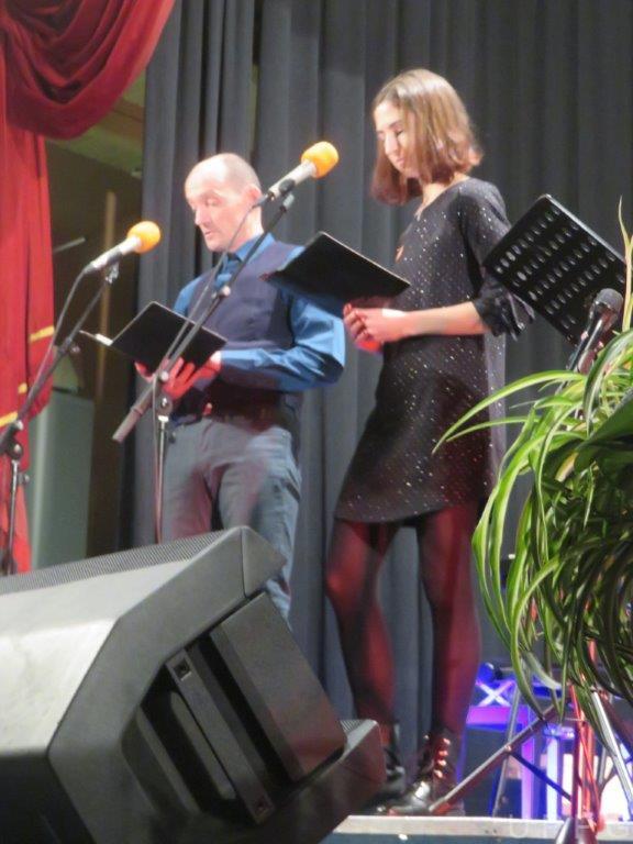 IMG 5894 konferansjeja Mavsar Darko in Doroteja Petek Nuska Drascek koncert Komenda 19 1 19 ob 19h foto vJC